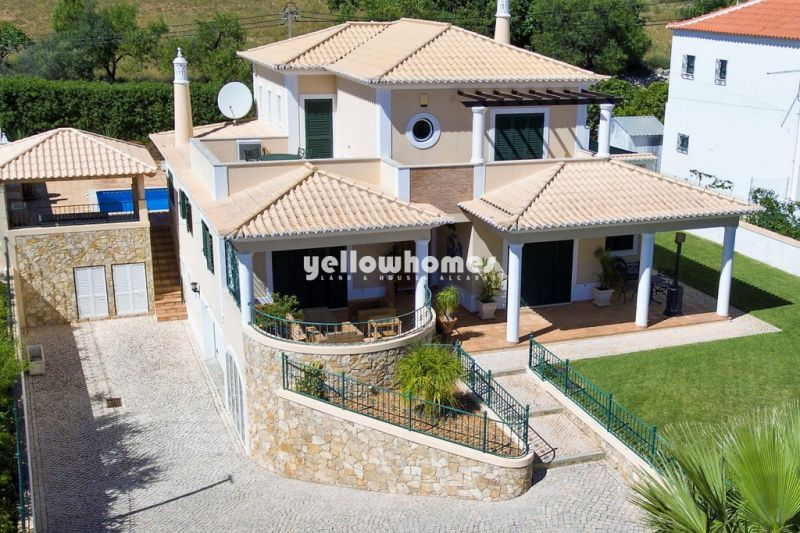 Villa with 4 bedrooms and sea views near Vilamoura